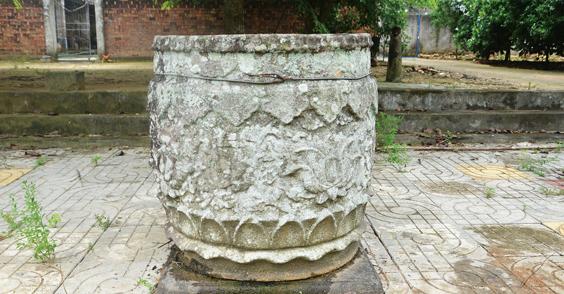 明清时期石制荷花缸