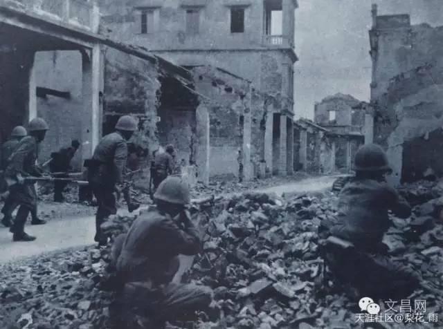 日本兵在锦山与中国军队进行巷战