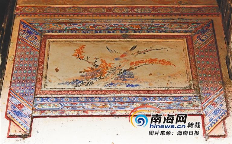 屋檐下的彩绘壁画